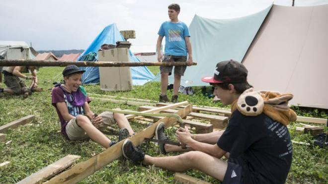 Sommerferien in der Pfadi: Im Berner Kantonallager trafen sich letztes Jahr Tausende. Foto: Keystone.