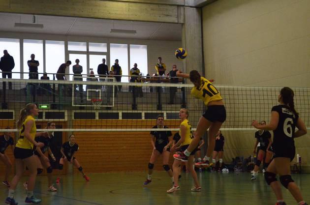 Das 2. Liga-Damenteam des SV Volley Wyna holte sich seinen ersten Heimrundensieg in dieser Saison gegen Volley Schönenwerd.