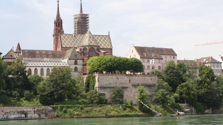 Eine Aussicht, die vor allem Amerikanern gefällt: Auf Kreuzfahrtschiffen fahren sie durch Basel.