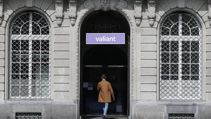Valiant gehört zu den Banken, die Asylsuchende und vorläufig Aufgenommene nicht als Kunden akzeptieren.