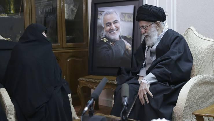 Nach dem Tod des Generals Soleimani antwortet der Iran waffenkräftig.