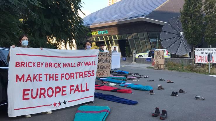 Vor der Umweltarena fand am Dienstagmorgen eine Protestaktion statt.