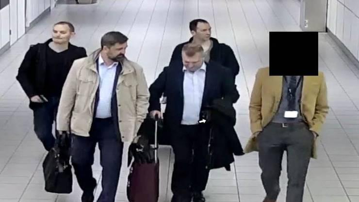 Die vier mutmasslichen russischen Spione am Amsterdamer Flughafen Schiphol.