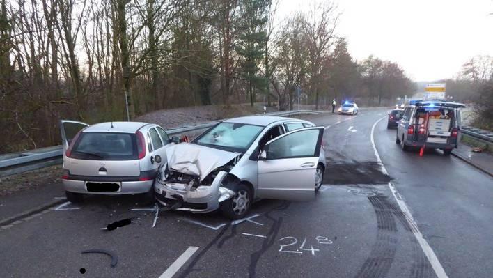 An beiden Fahrzeugen entstand Totalschaden.