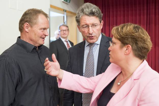 Ex-Skifahrer Paul Accola (links) im Gespräch mit Unternehmerin Magdalena Martullo-Blocher.
