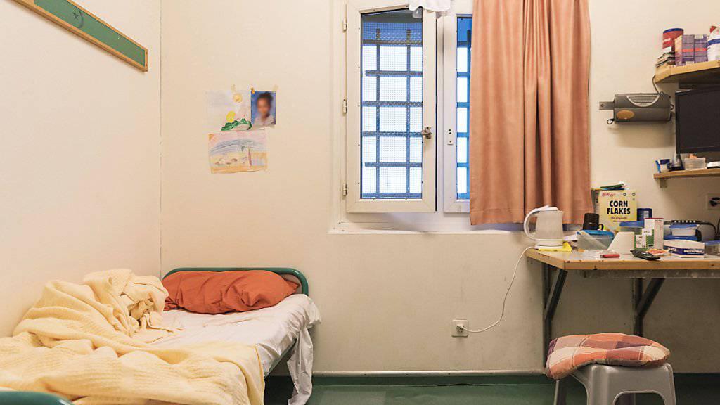 Versuchte sexuelle Handlung mit einer Insassin: Dafür muss ein Gefängnisseelsorger aus dem Kanton Luzern büssen. Unterdessen darf er keine sakramentalen Handlungen und Gottesdienste mehr durchführen. (Symbolbild)