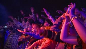 """Der ganze Schlamm kratzte kein bisschen an der Stimmung der Festivalbesucher in Wohlen. Er steigerte sie sogar noch. Zusätzlich sorgte der Auftritt der Hip Hop Legenden """"Wu Tang Clan"""" für nickende Köpfe."""