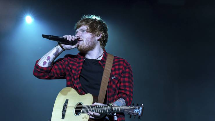 """Ed Sheeran singt einen neuen Song in der Fantasy-Saga """"Game of Thrones"""". Hier performt er am Glastonbury Festival in Somerset. (Archiv)"""