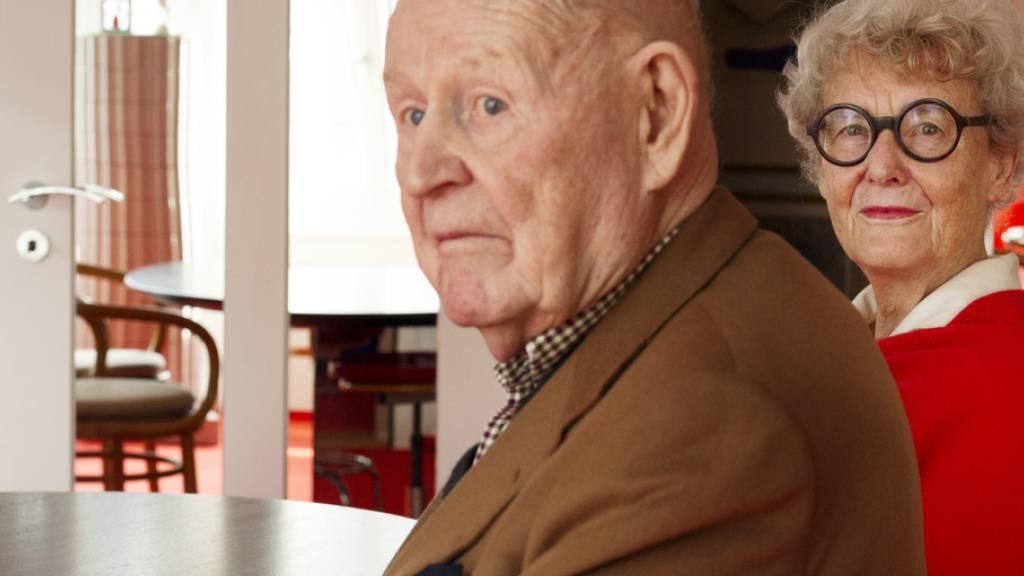 Robert Haussmann, Schweizer Architekt, Möbelkonstrukteur, Innenarchitekt und Designer ist mit fast 90 Jahren gestorben. Zusammen mit seiner Frau Trix führte er ein eigenes Büro, das als «Allgemeine Entwurfsanstalt» bekannt geworden ist. (Archivbild)