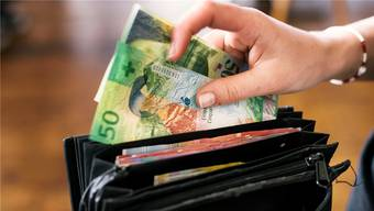 Niemand will durch Bargeld mit dem Corona-Virus angesteckt werden. Deshalb ist zurzeit das kontaktlose Bezahlen via App oder Kreditkarte hoch im Kurs.