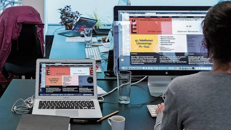 Für einmal spielten sich die Literaturtage vor allem am Computer ab – wie hier bei der Pressestelle der Literaturtage.