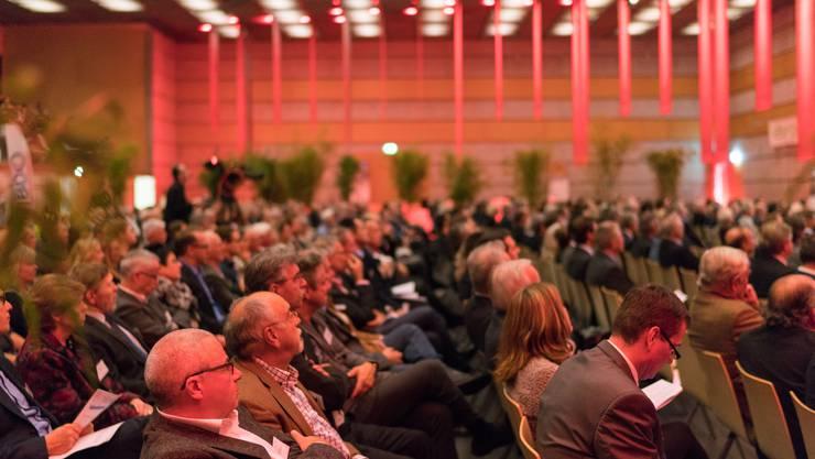 Mehrere hunderte Zuschauer besuchten die Stadthalle in Dietikon