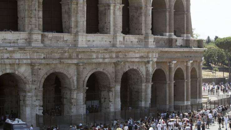 Die Ewige Stadt trocknet aus - derzeit droht Rom eine Wasserrationierung (im Bild: das Kolosseum im Zentrum der italienischen Hauptstadt, Aufnahme von Mittel Juli 2017).