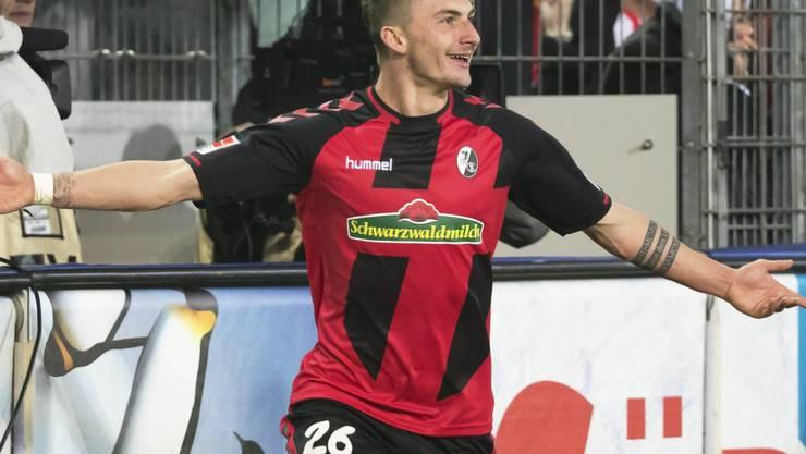 Maximilian Philipp jubelt in Zukunft im Trikot des BVB