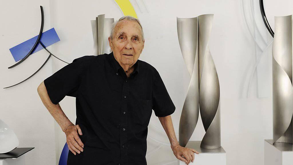 Gottfried Honegger 2012, an seinem 95. Geburtstag, in seinem Atelier in Zürich. Am Sonntag ist er 98-jährig gestorben (Archiv).
