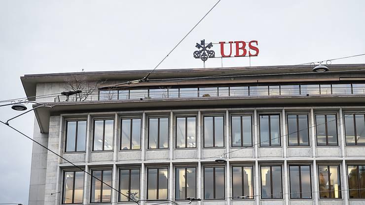 Sollen Unternehmen wie die UBS die im Ausland gegen sie verhängten Bussen hierzulande von den Steuern abziehen dürfen? Das Parlament ist sich in dieser Frage seit Jahren uneins. (Archivbild)