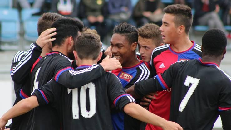 Die U21 des FC Basel schlägt den Leader aus Cham knapp.