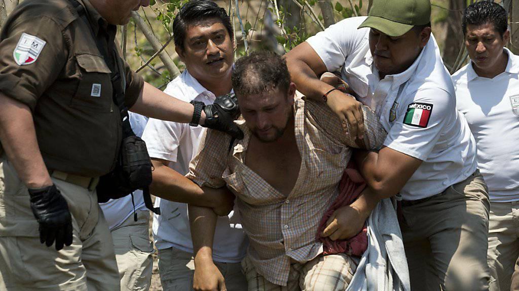 Im Süden von Mexiko hat die Polizei Hunderte Migranten aus Mittelamerika festgenommen.