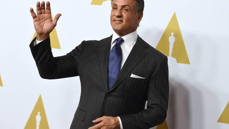 Erst hatte er Hemmungen: Doch nun wird der nominierte Schauspieler Sylvester Stallone trotz laufender Diskriminierungsdebatte an den Oscars teilnehmen (Archiv).