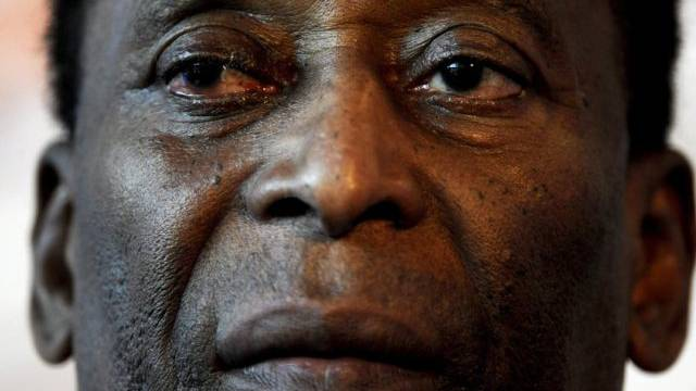 Gibt auf Twitter Entwarnung: Fussball-Legende Pelé (Archiv)