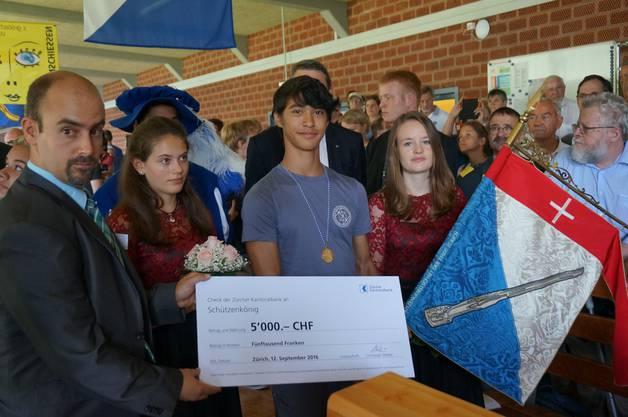 Der 14-jaehrige Niel Geiger freut sich ueber seinen Sieg mit 31 Punkten