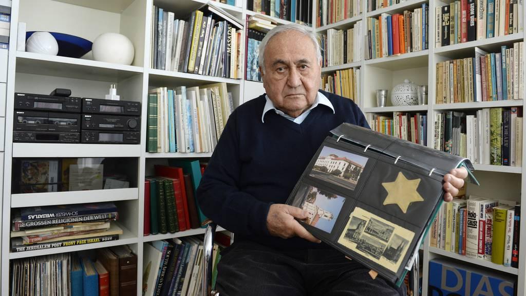 Holocaust-Überlebender Gabor Hirsch besucht Schulklasse
