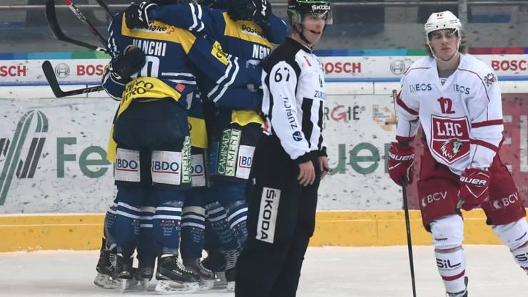 Für einmal jubelnde Ambri-Spieler: 3:2-Sieg gegen Lausanne