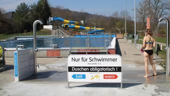 Das Regibad eröffnete auch dieses Jahr als erstes Freibad der Schweiz seine Tore – am Sonntag bei schönstem Wetter.