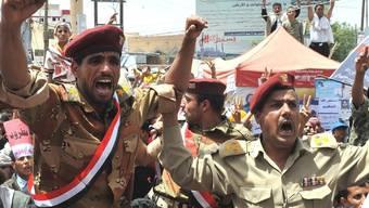 Egal ob für oder gegen den Präsidenten - im Jemen demonstrieren erneut Hunderttausende (Archiv)