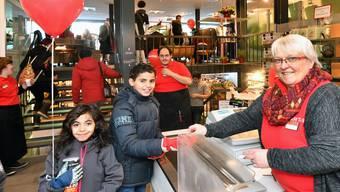 Manuela Robert am Eröffnungstag im Caritas Markt an der Baslerstrasse.