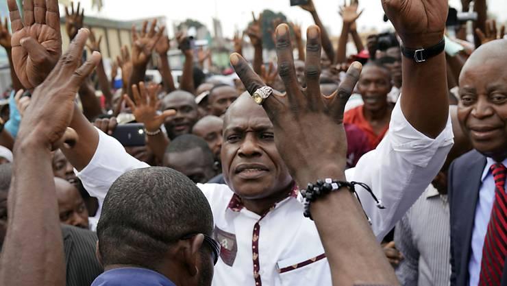Oppositionskandidat Martin Fayulu, hier mit Anhängern in Kinshasa, will das Ergebnis der Wahlen in der Demokratischen Republik Kongo anfechten.
