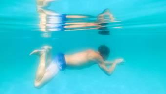 Seit heute sind im Kanton Zürich wieder einige Schwimmbäder offen. (Archivbild)