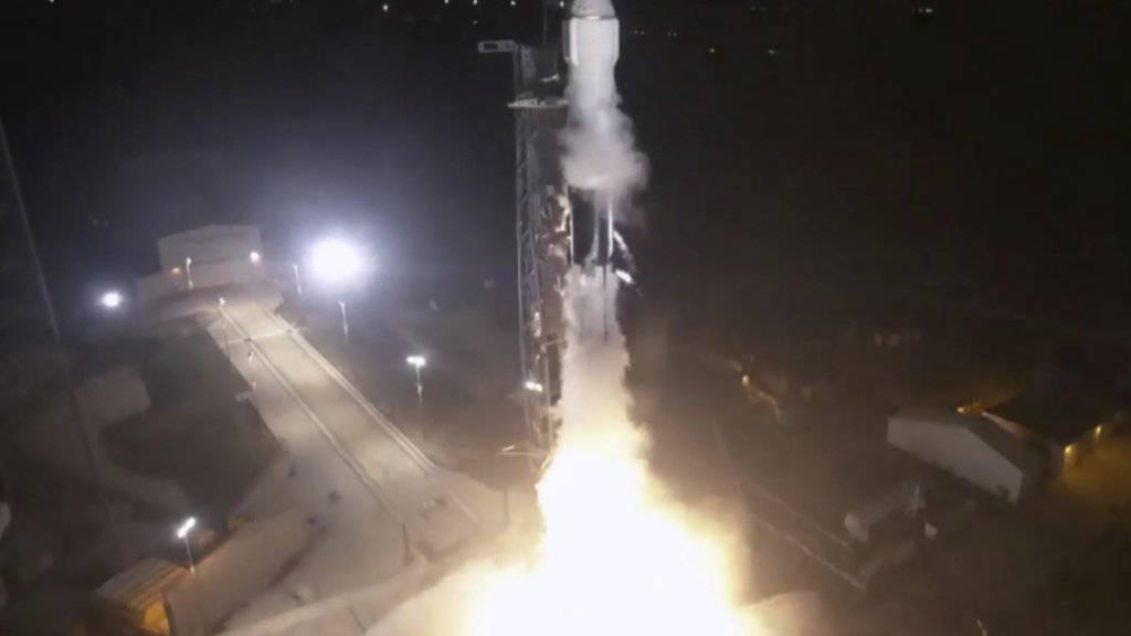 Die Falcon Rakete der Firma SpaceX hebt ab von Cape Canaveral. Sie soll noch am Samstag bei der ISS andocken.