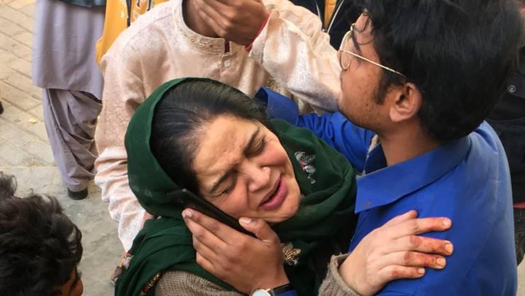 Kirchenmessebesucher von Quetta sind nach dem Bombenanschlag unter Schock und in Trauer.