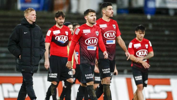 Enttaeuschung bei Mats Hammerich, Juan Pablo Garat, Gianluca Frontino und Alessandro Ciarrocchi (Aarau) nach dem Spiel.
