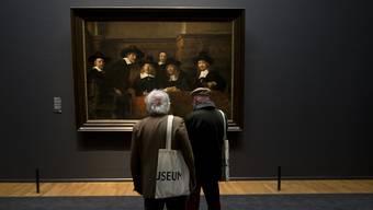 Über 600 angebliche Gemälde von Rembrandt hat Ernst van de Wetering auf ihre Echtheit hin überprüft. Im Bild «Die Vorsteher der Tuchmacherzunft» im Rijksmuseum in Amsterdam.
