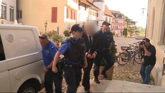 Die 8 Jahre Gefängnis für den Hendschiker Sex-Sadist sind nur das Nettostrafmass, denn aufgrund der vielen Medienberichten wurde die Strafe vermindert.