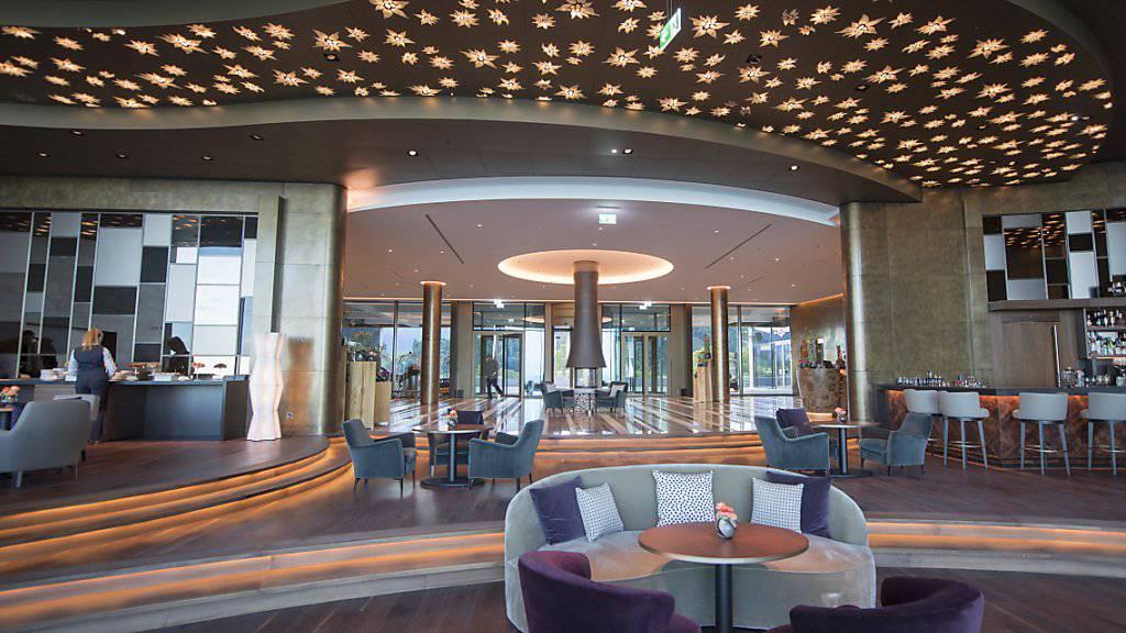 Nun ist auch das Fünf-Sterne-Hotel offen. Im Bild die Reception des Buergenstock Hotel.