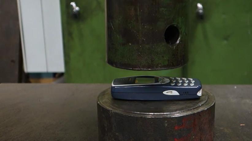 Ist bald platt. Das gute, alte Nokia.