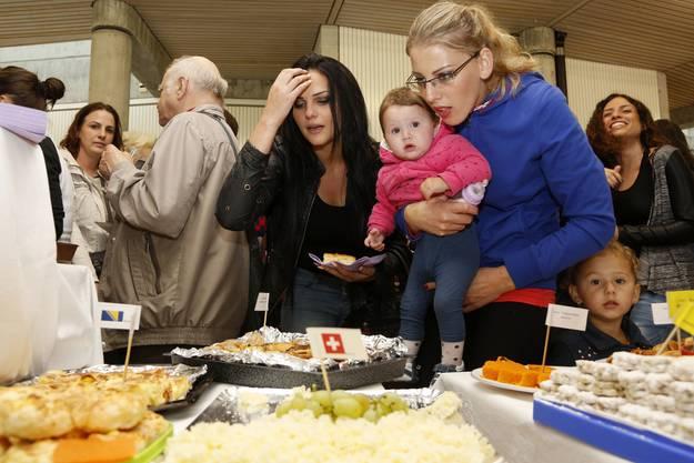 Viele gluschtige Leckereien am interkulturellen Apero