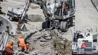 Der grösste Schweizer Baukonzern Implenia hatte in der ersten Jahreshälfte 2017 mehrere Baustellen zu bewältigen, die das Ergebnis belasteten.  In der zweiten Jahreshälfte ging es wieder aufwärts. (Themenbild)