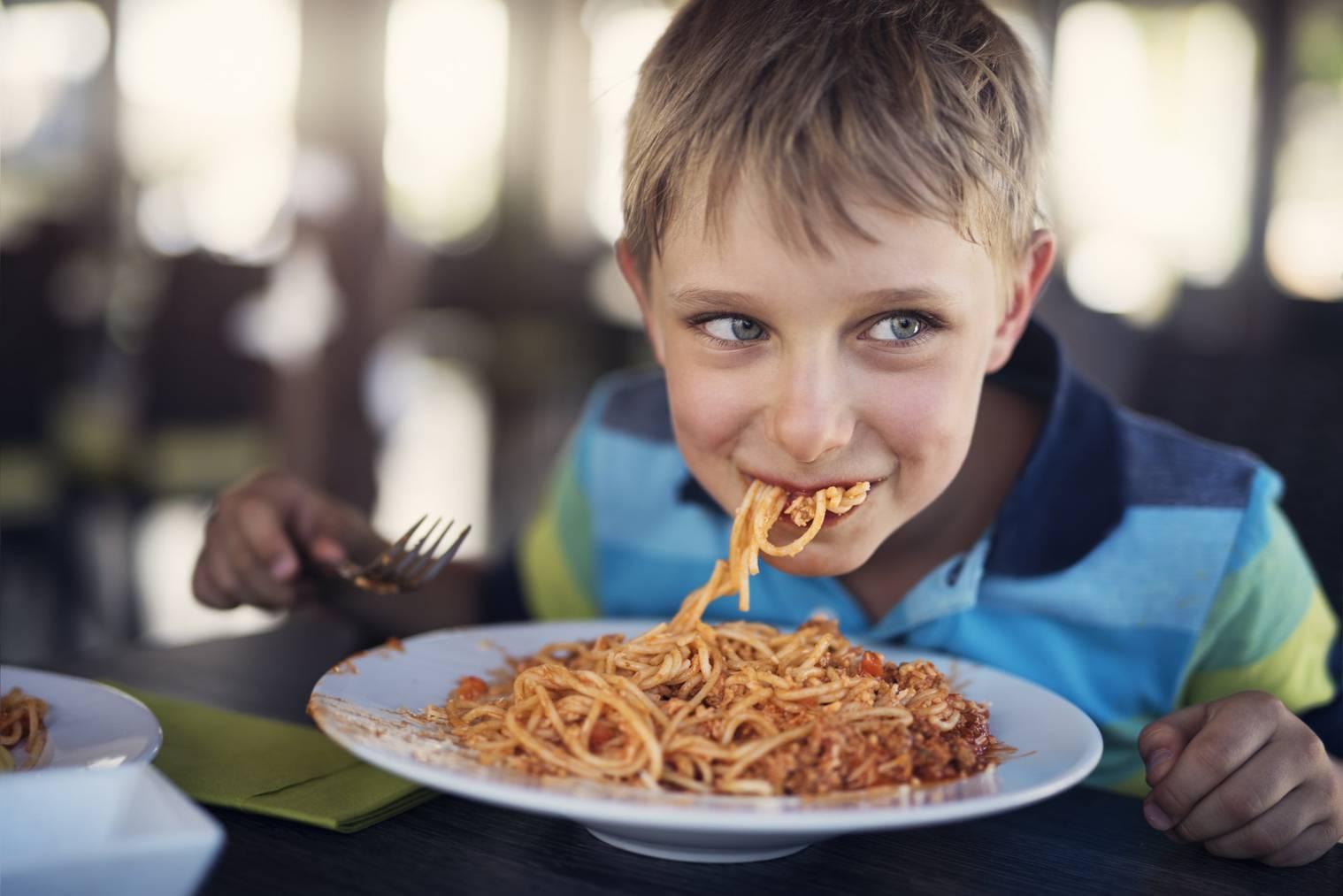 Am liebsten gehen Familien zum Italiener, da dieser am familienfreundlichsten sei. (Bild: iStock)
