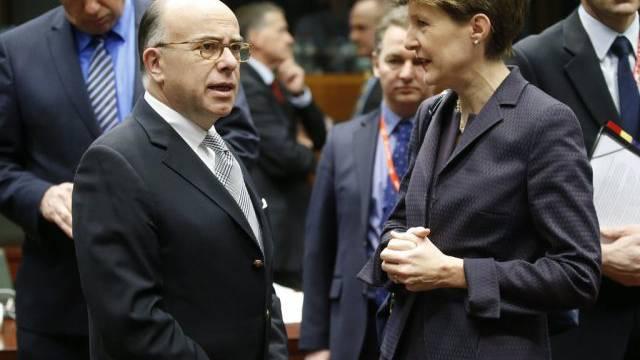 Sommaruga und Frankreichs Innenminister Cazeneuve