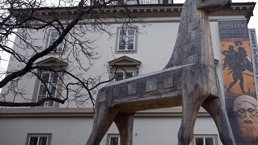 Für eine Homer-Ausstellung (2008) warb ein trojanisches Pferd vor dem Basler Antikenmuseum - jetzt feiert es das 50-jährige Bestehen.