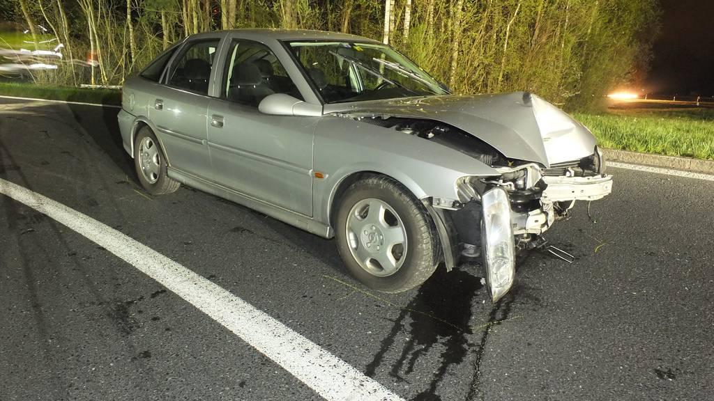 Der stark alkoholisierte Autolenker fuhr sein Auto zu Schrott.