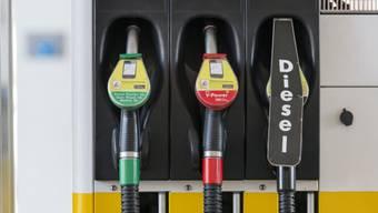 Ein vergesslicher Kunde liess sein Auto an der Tankstelle stehen. (Themenbild)