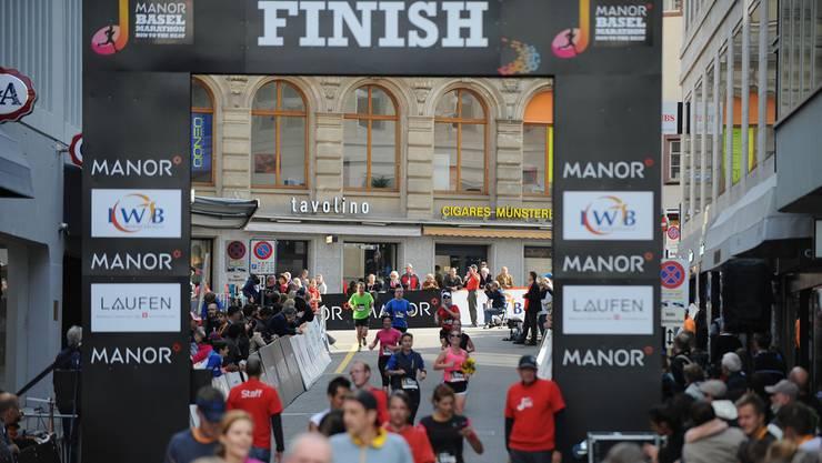 Jedes Jahr kommen zahlreiche Zuschauer in die Innenstadt, um die Läufer anzufeuern und zu bestaunen.
