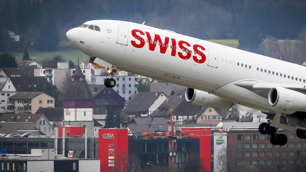 Die Fluggesellschaft Swiss leidet unter den Folgen der Coronakrise. Sie schreibt im Jahr 2020 einen Verlust von 654 Millionen Franken.(Archivbild)