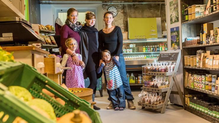 Vera Reber, Ibolya Horvath und Anja Hänggi mit Luana und Mia (Töchter von Hänngi).