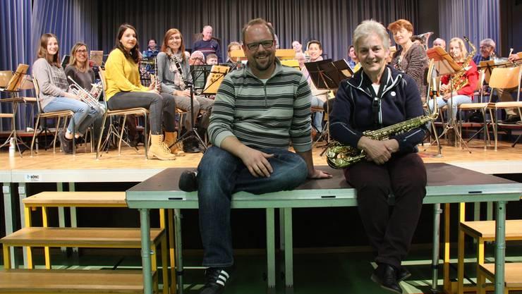 Dirigent Christian Kyburz und Präsidentin Vreni Wernli bei den Proben.